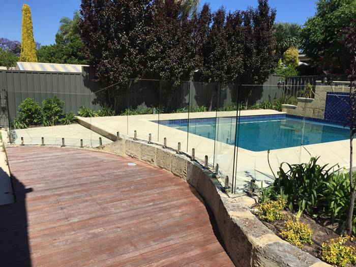 Segmented Glass Pool Fencing