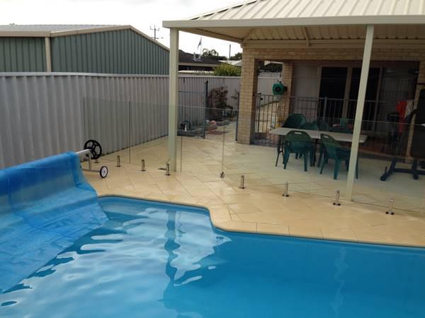 rockingham-pool-fencing-1